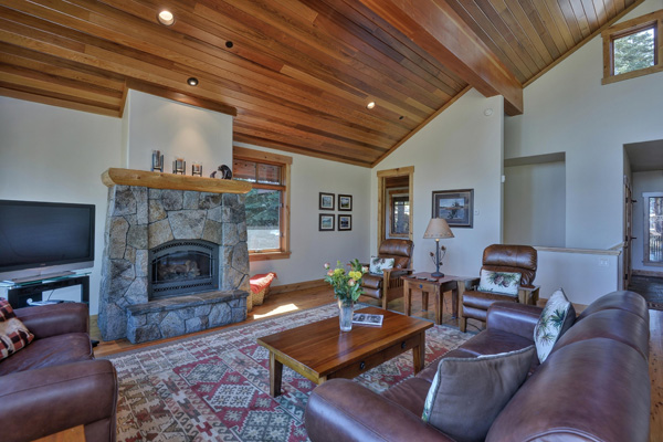 Tahoe Vacation Rentals - Lake Front House - Living Room